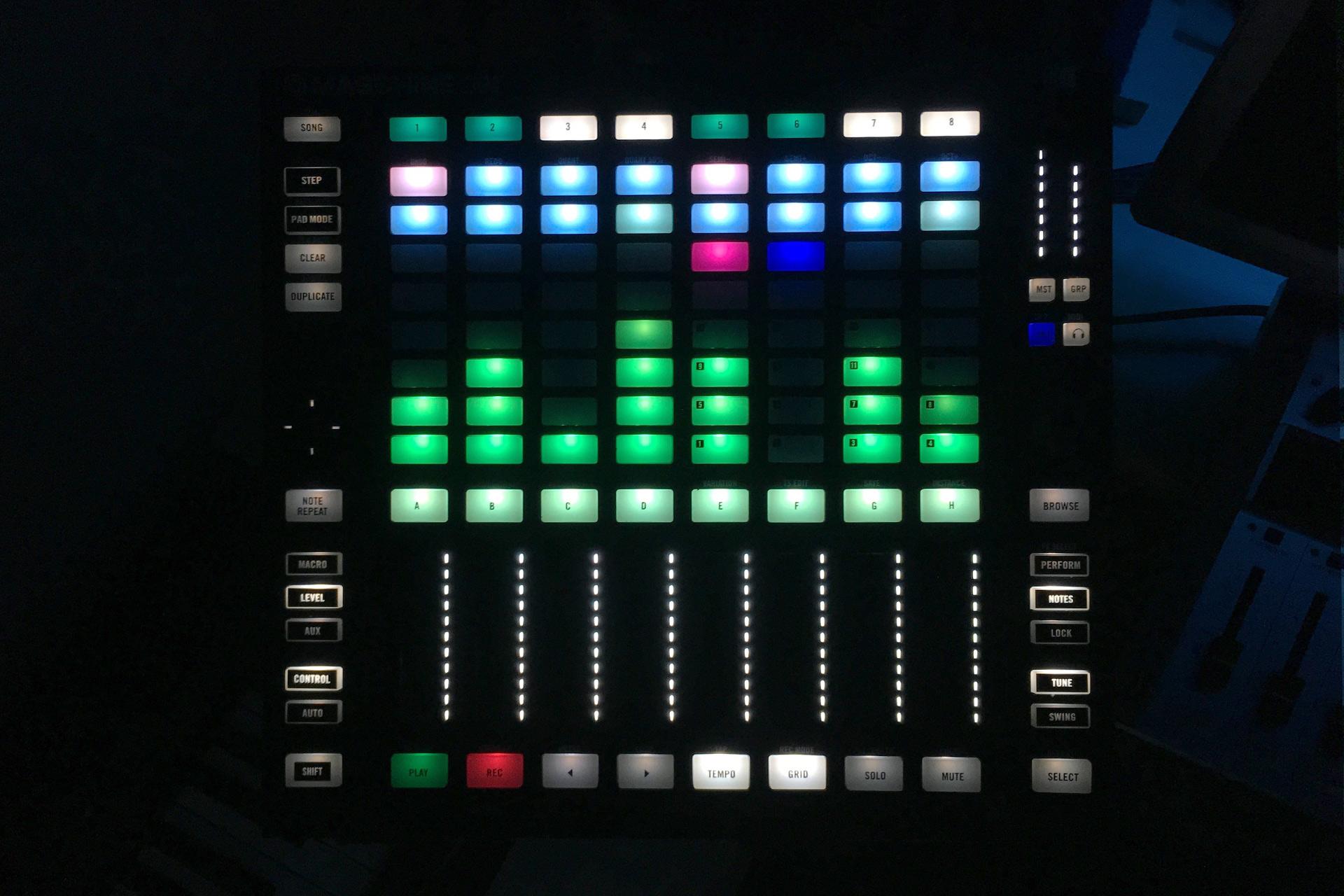 2x Stems, Remix, Step Sequencer (MASCHINE JAM mapping for TRAKTOR PRO)